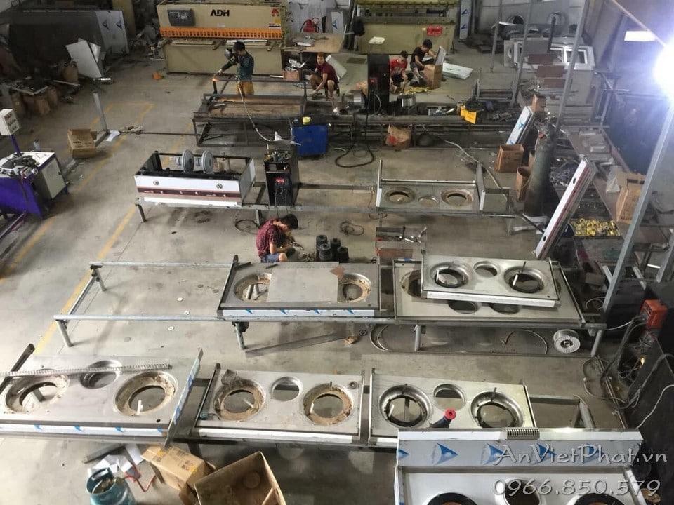 Một số hình ảnh sản xuất thiết bị bếp công nghiệp tại xưởng
